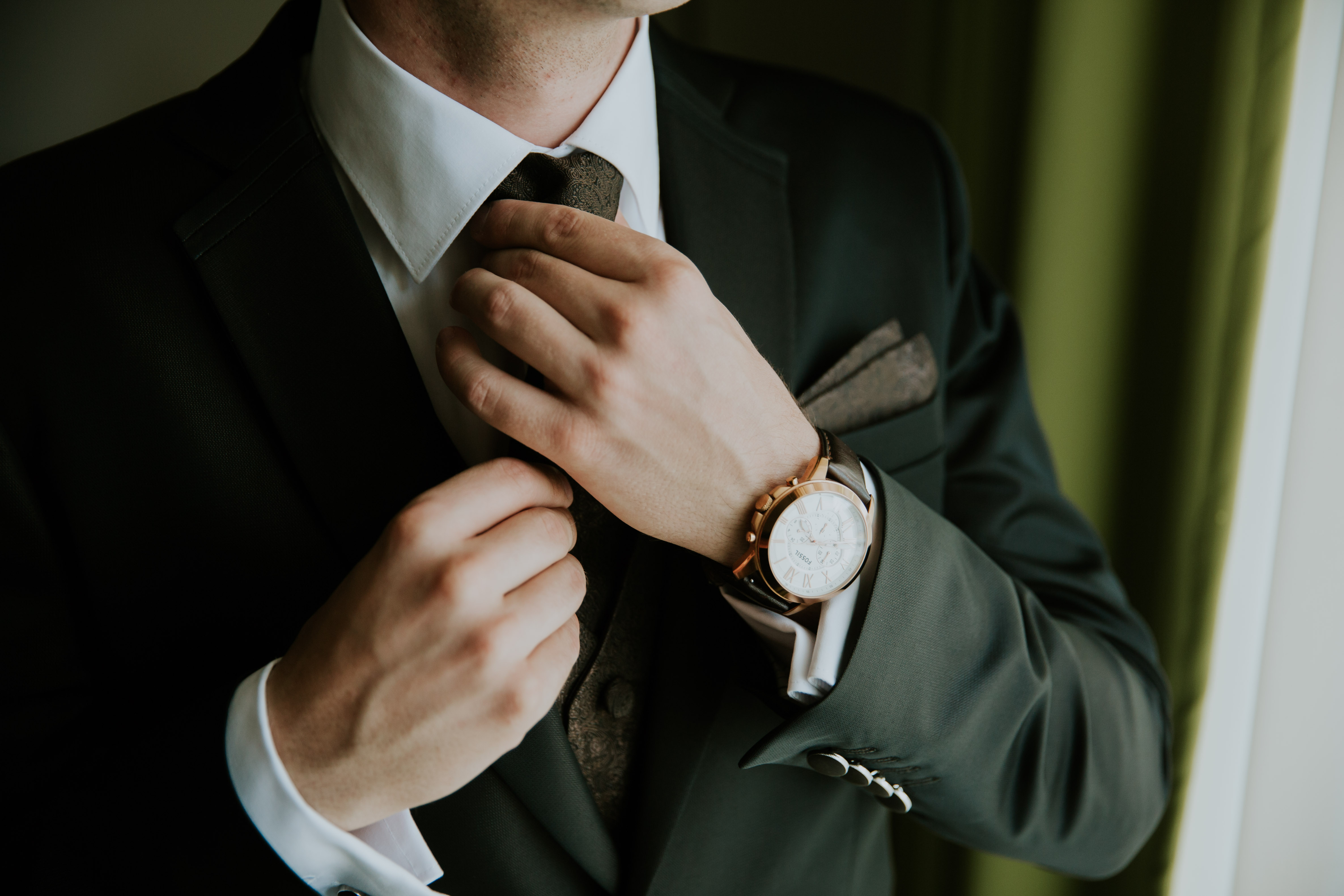A Nagy Nap egy gentleman szemével, avagy milyen kiegészítőket viseljen a vőlegény az esküvőn?
