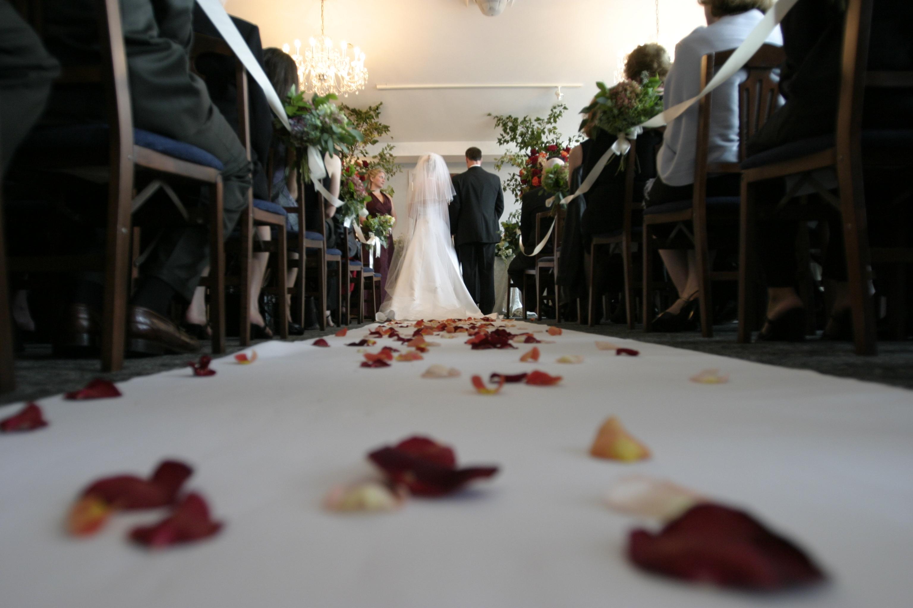 Bevonulás másként – Kis lépések egy menyasszonynak, de hatalmas öröm a vőlegénynek