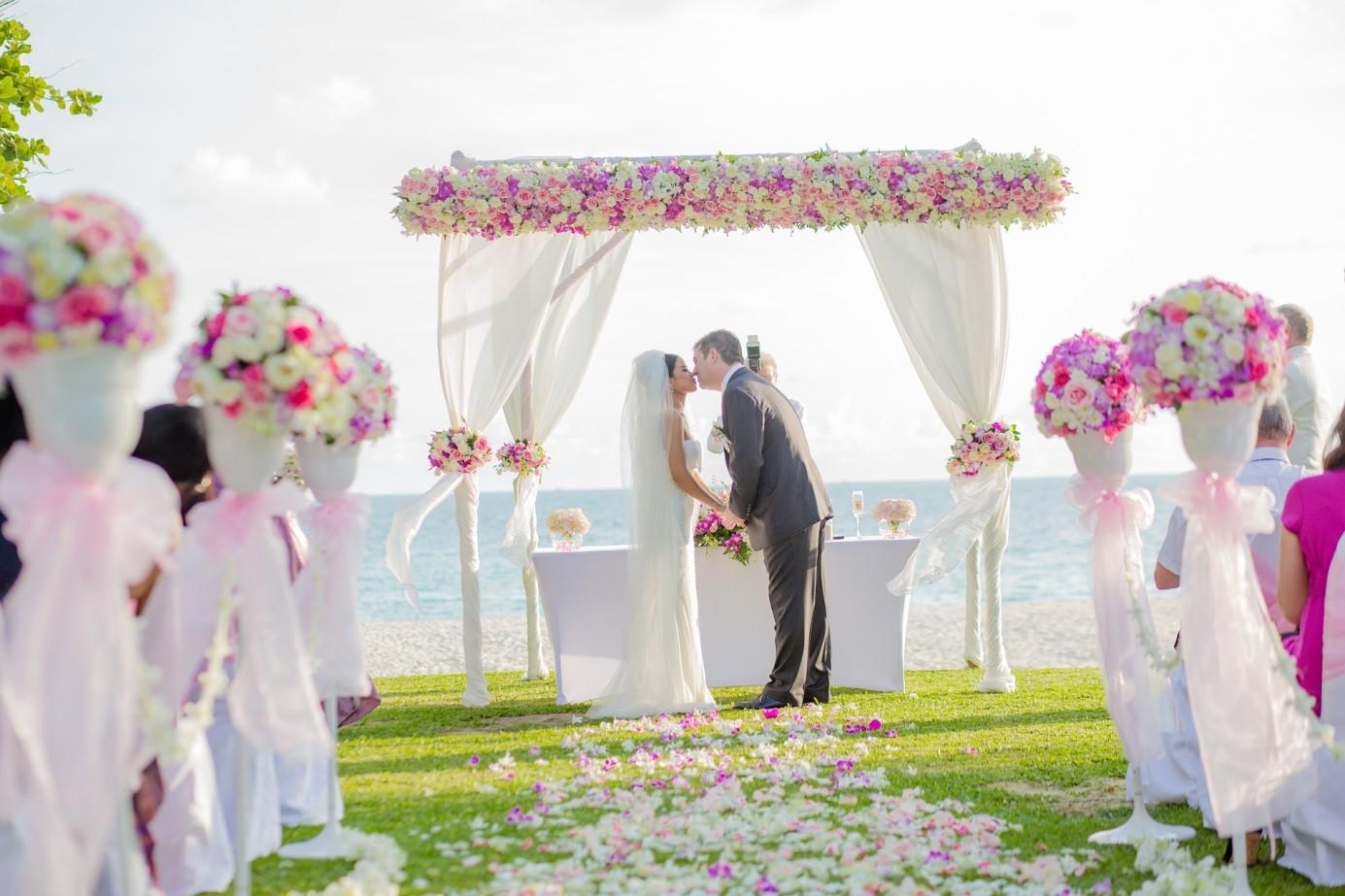 Tengerparti esküvő – akár fillérekből!